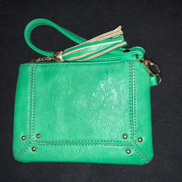 Bags   Kelly Green Wristlet   Poshmark 0b298dafff